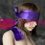 Фото Широкая фиолетовая атласная лента на глаза в виде маски